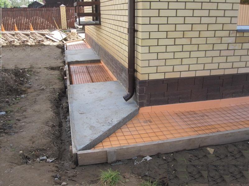Отмостка вокруг дома своими руками из бетона с утеплением 71